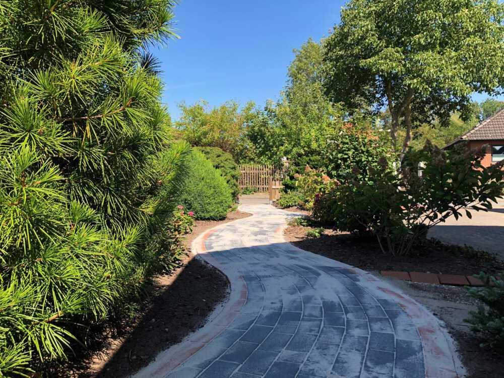 Grünanlage & Wegebau